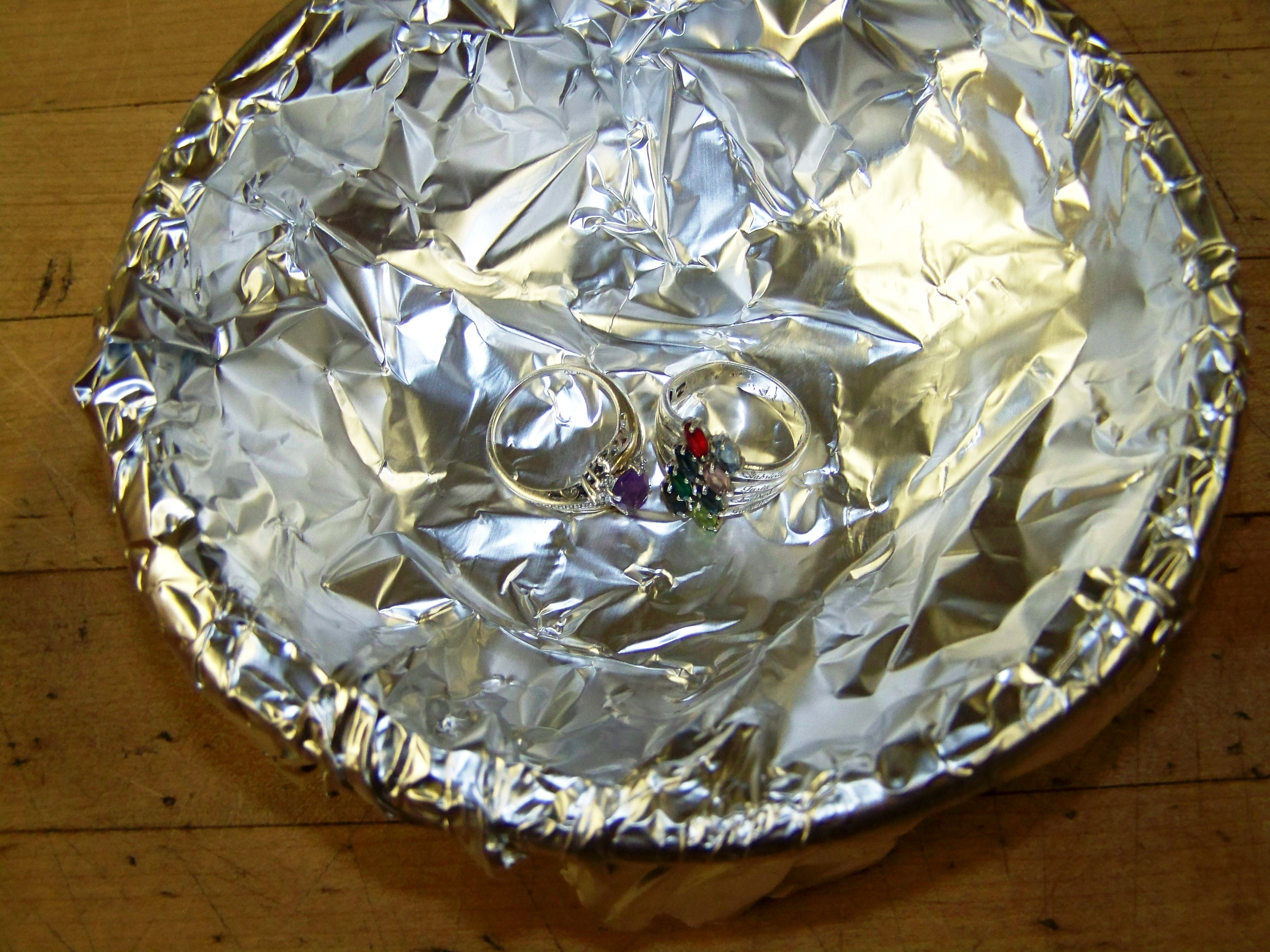 how to clean jewelry with aluminum foil